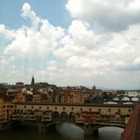 ウフィツィ美術館からヴェッキオ橋を見下ろす