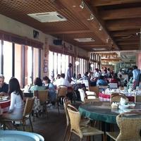 片瀬江ノ島 イルキャンティ 店内のテーブル席