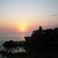 バリ島 タナロット寺院の夕陽