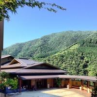 箱根吟遊 (Hakone Ginyu) 明星ヶ岳をバックに正面玄関...