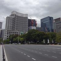 和田倉噴水公園 パレスホテルの隣は日本生命大手町ビル建設工事...
