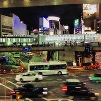 渋谷駅東口 バスターミナル ヒカリエへの連絡通路すごい明るいなあー...